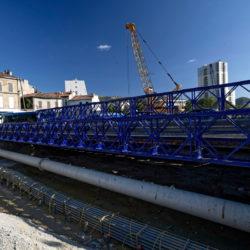 Pont provisoire sur boulevard Pont de Vivaux et poutre supportage de réseaux